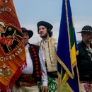 Medzi štandardami spolkov a vlajkami samospráv nechýbala ani zástava Obce Zázrivá.