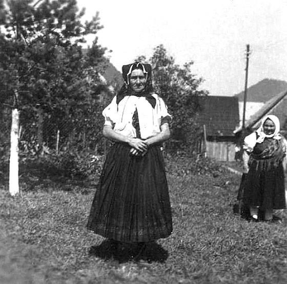 Žena v kroji