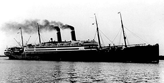 """Parník  """"Amerika"""" bol spustený na vodu v Belfaste v r. 1905. Viezol celkom 897 pasažierov, z toho 1. triedy 420, 2. triedy 254 a 3. triedy 223 pasažierov. Cestovali ním Zázrivci Andrej Majdiš, Adam Luskov a Andrej Sipka."""